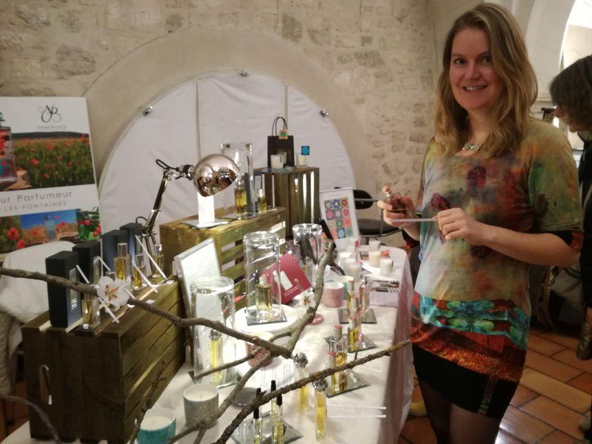 Crystelle Darchicourt vient de Normandie. Cette créatrice de parfum est installée depuis quatre mois dans un atelier municipal.