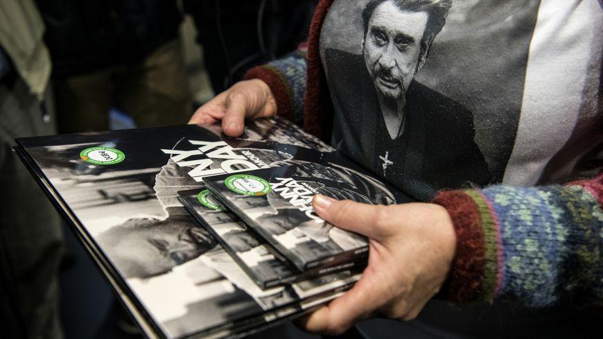 Certains fans ont fait le choix d'acheter plusieurs exemplaires de l'album.