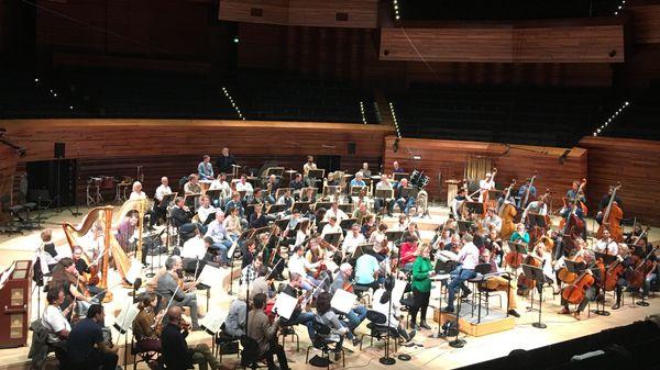 L'Orient rêvé de Murail, Vivier et Mahler par l'Orchestre Philharmonique de Radio France dirigé par Olari Elts