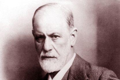 Sigmund Freud, neurologue autrichien, et fondateur de la psychanalyse vers 1922.