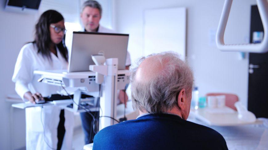 Les trois quarts des AVC touchent les plus de 65 ans, en France.