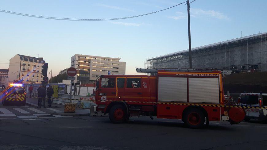 Un périmètre de sécurité a été mis en place mardi soir devant la gare à cause d'une odeur de gaz suspecte.