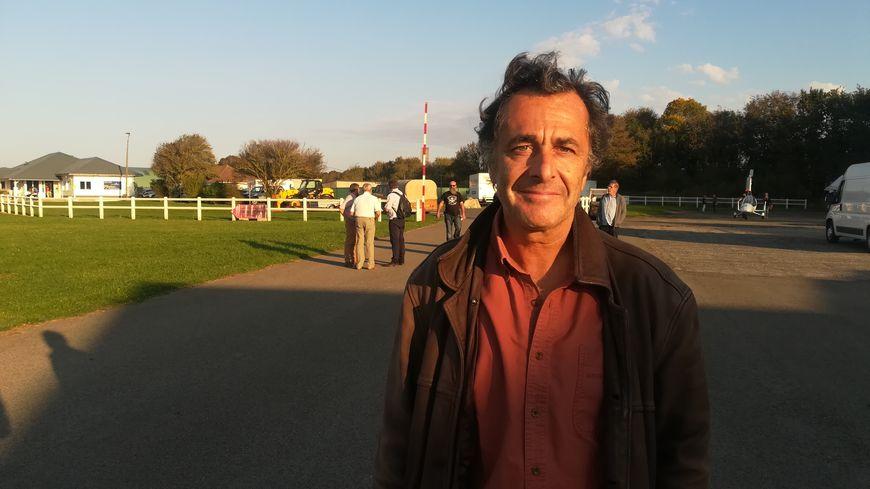 Le cinéaste Nicolas Vanier à l'aérodrome d'Eu.