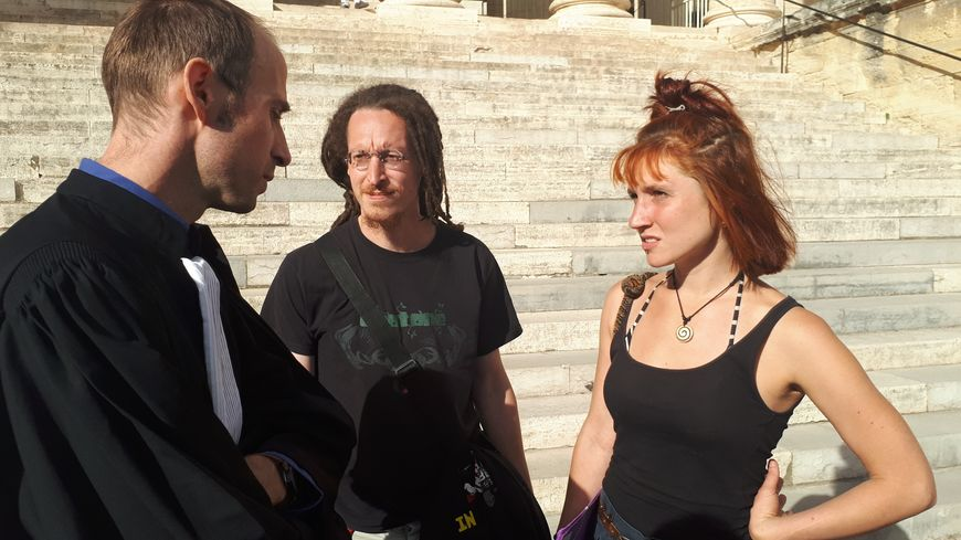 Léa, Adrien et leur avocat Me Gallon