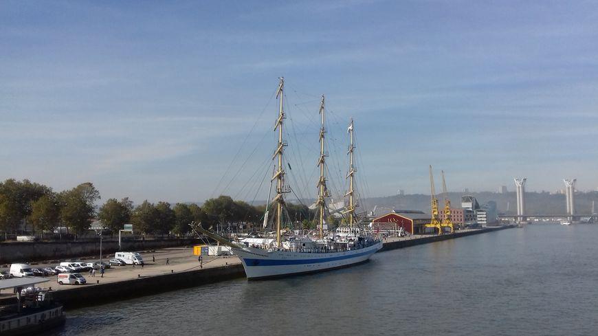 Le voilier russe MIR a accosté ce dimanche au niveau du Pont Guillaume
