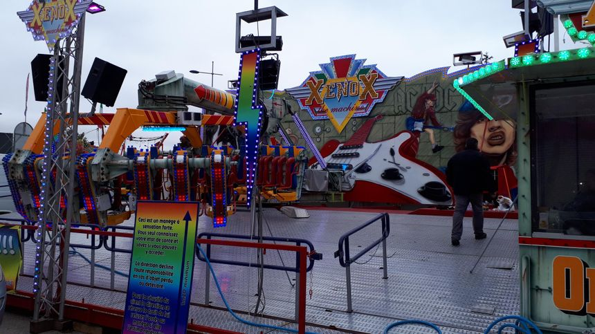 Le Xenox, l'une des nouvelles attractions de la fête foraine à Dijon.