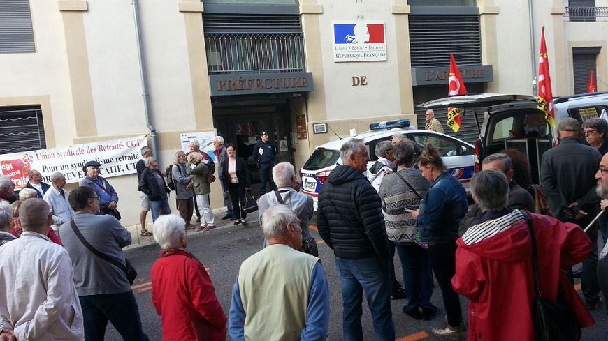 A Privas, les retraités se sont regroupés devant la préfecture ce jeudi matin