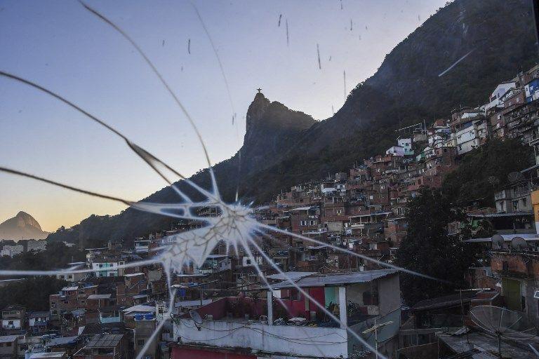 "Vue du ""Plano Inclinado"" dans la favela Santa Marta favela au Brésil."