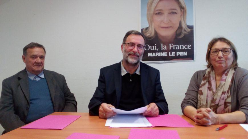 Le conseiller municipal d'Amiens Yves Dupille (au centre) et les deux autres élus Amiens Bleu Marine, Marie-Claire Bouvet et Jean-Paul Montigny