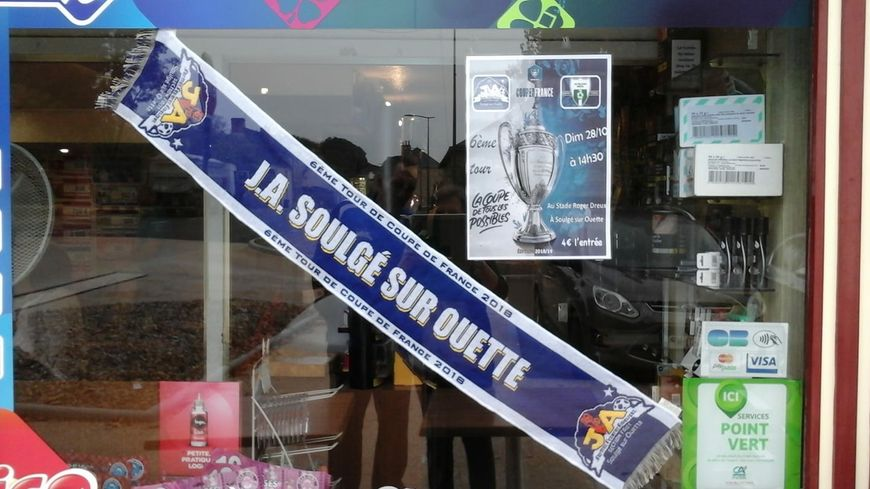 Les commerces de Soulgé-sur-Ouette soutiennent leur équipe.