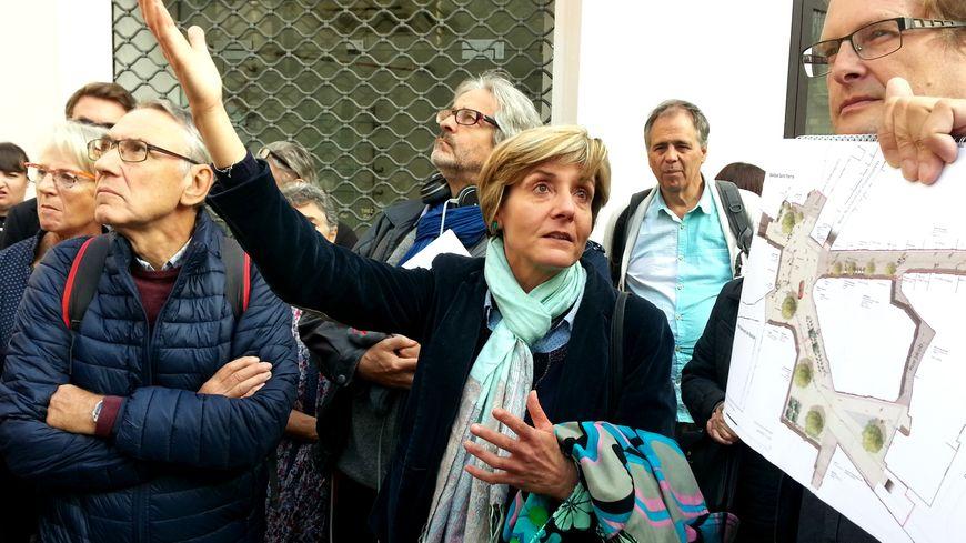 Cécile Helle présente aux habitants les projets pour leur quartier à Avignon