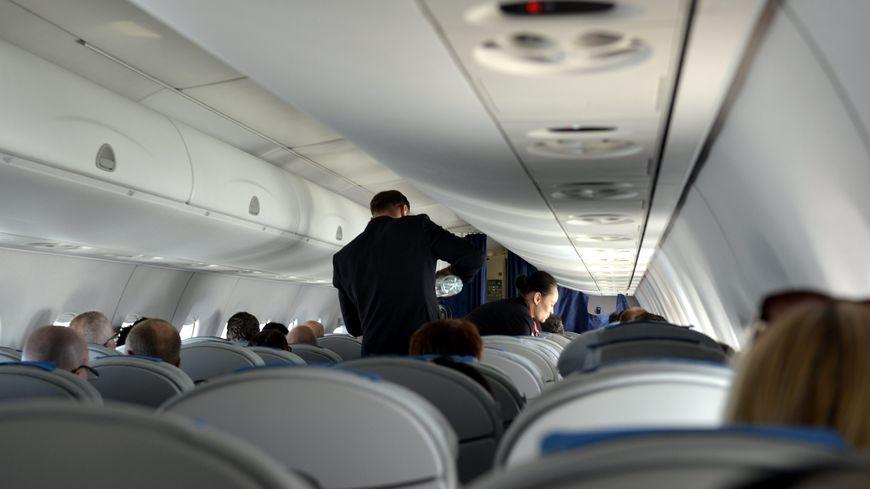 Une collégienne décède dans un avion