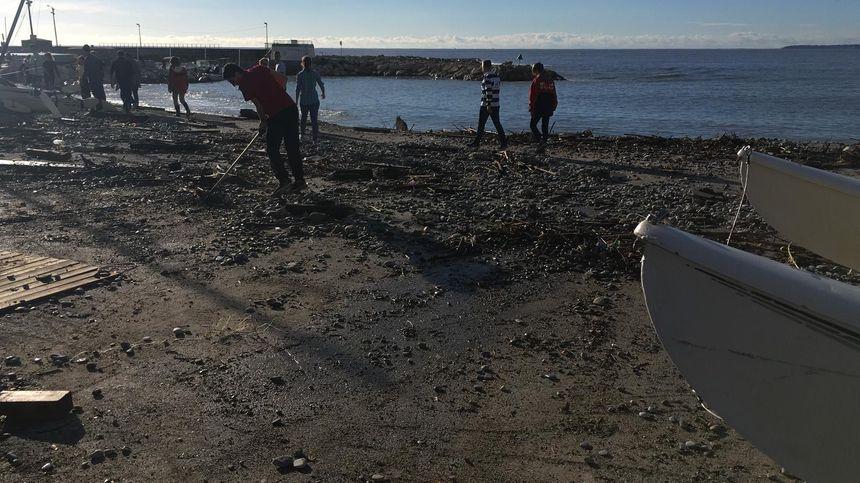 Le coup de mer à inondé trottoirs et promenade à Cagnes-sur-mer