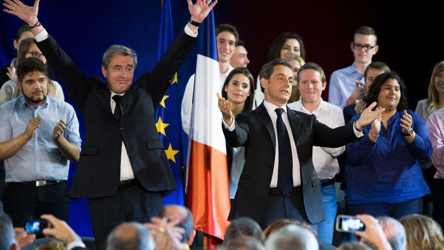 Philippe Briand accueille Nicolas Sarkozy à l'Escale de Saint-Cyr-sur-Loire pour le premier meeting de l'entre deux tours de la présidentielle en 2012