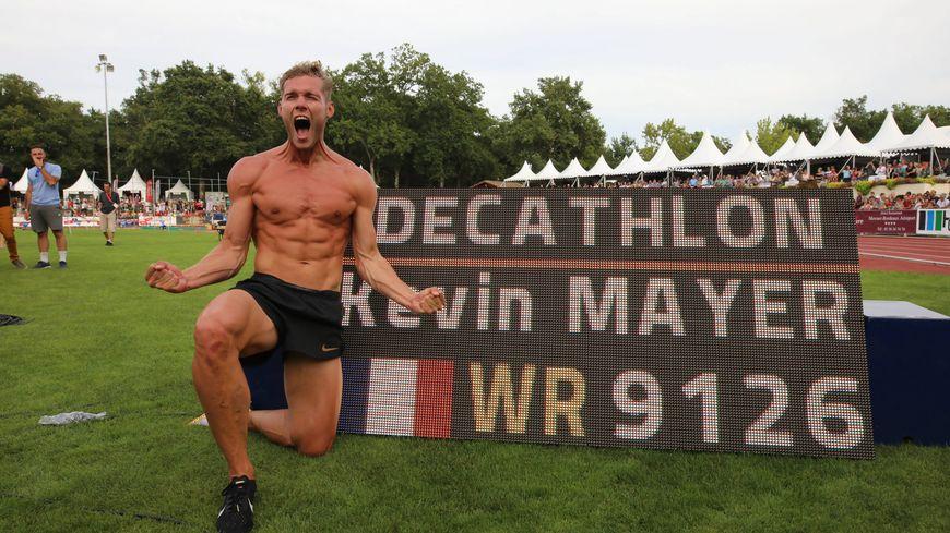 Kevin Mayer lors de son record du monde du décathlon à Talence le 16 septembre