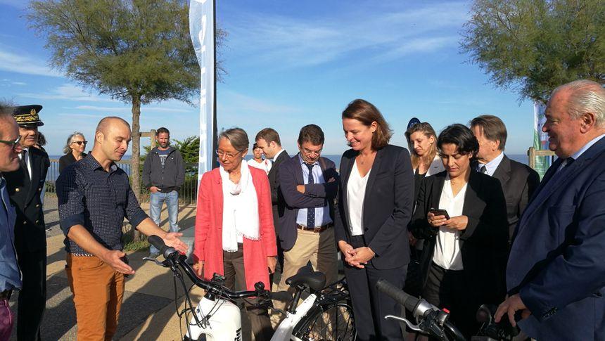 La présentation d'un vélo à hydrogène par le patron de Pragma Industries Pierre Forté