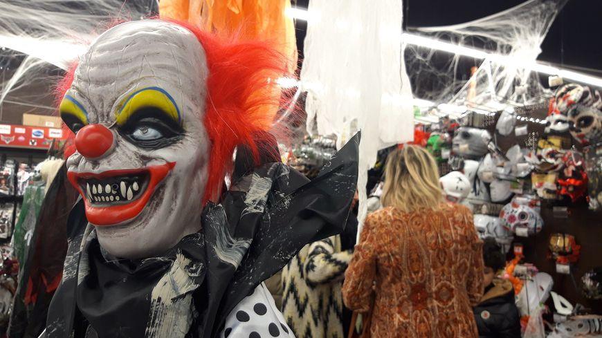 Selon le directeur du magasin Pierre-Alexandre Dubois, les masques en latex sont de plus en plus réalistes, et de moins en chers.