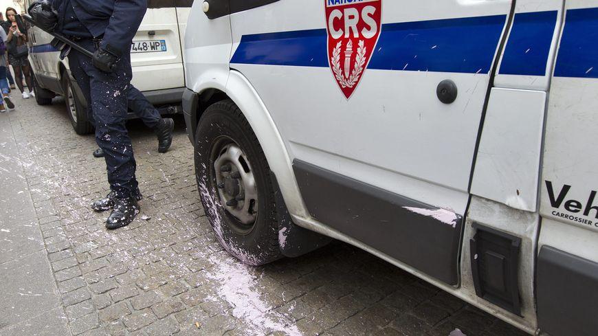 Les CRS sont intervenus pour rétablir l'ordre.