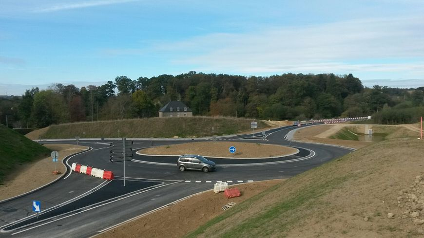 Le nouveau giratoire de la route départementale 31 à Ernée est terminé.