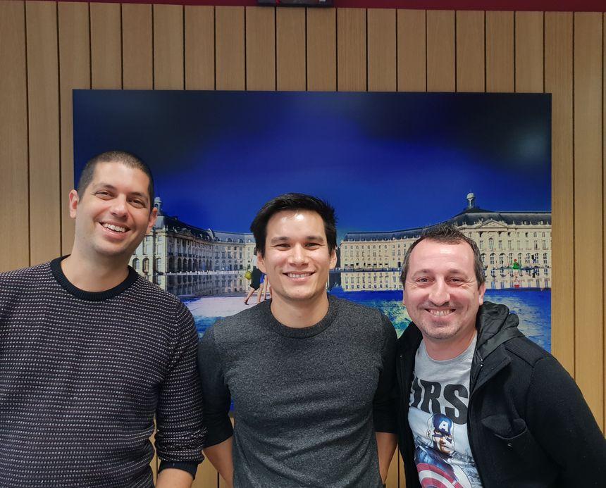 Gil Elad, Arnaud Lahaut et Chef Jésus dans les studios de France Bleu Gironde