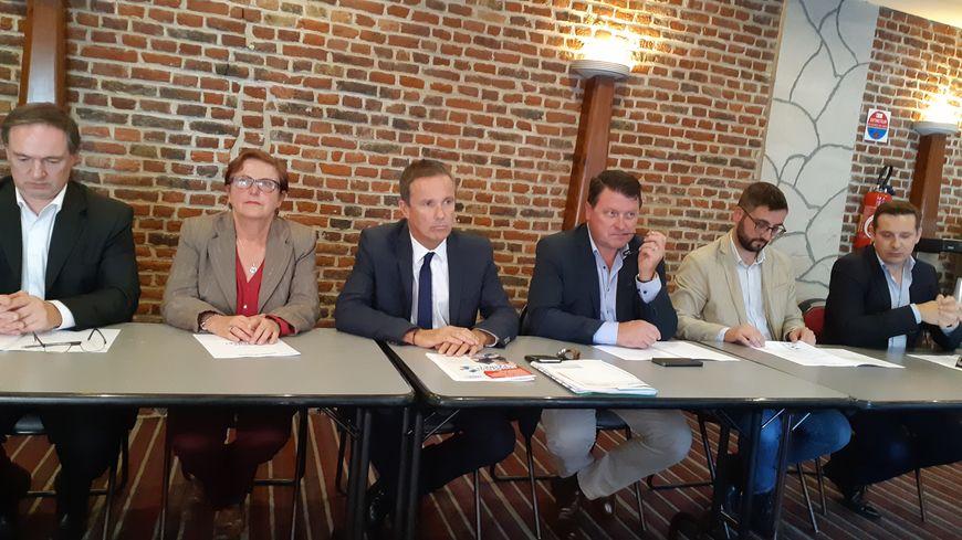 Nicolas Dupont-Aignan en visite à Lille ce lundi 15 octobre 2018, entouré d'élus du conseil régional ex-RN