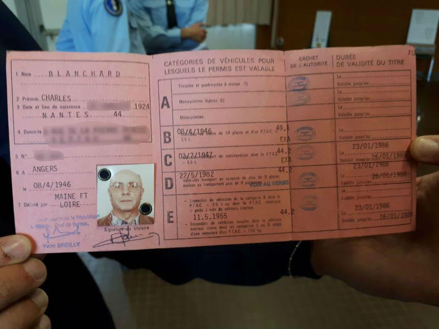 Le permis de conduire de Charles. Il date de 1946.