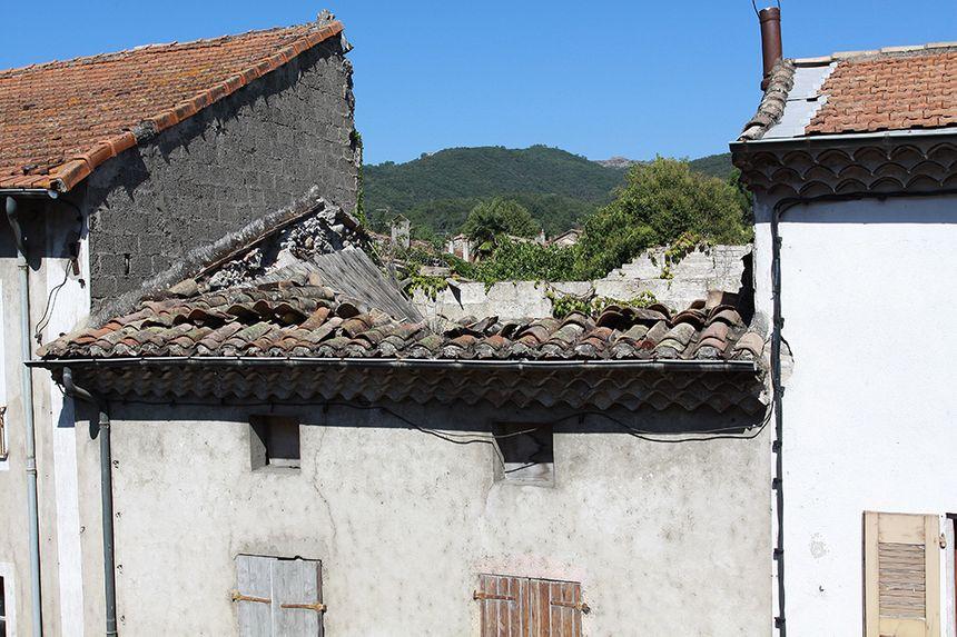 L'une des maisons en ruine à détruire.