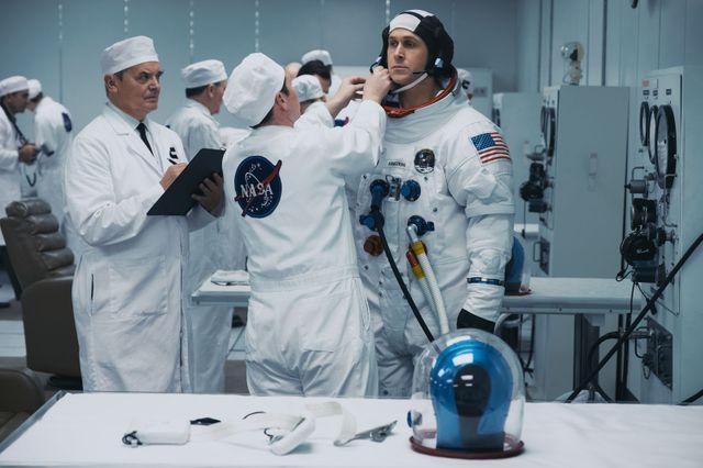 """Ryan Gosling, interprétant Neil Armstrong, le tout premier être humain à mettre un pied sur la Lune, le 21 juillet 1969, dans """"First Man"""" de Damien Chazelle !"""