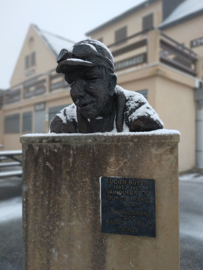 La statue hommage à Lucien Buysse au sommet de l'Aubisque