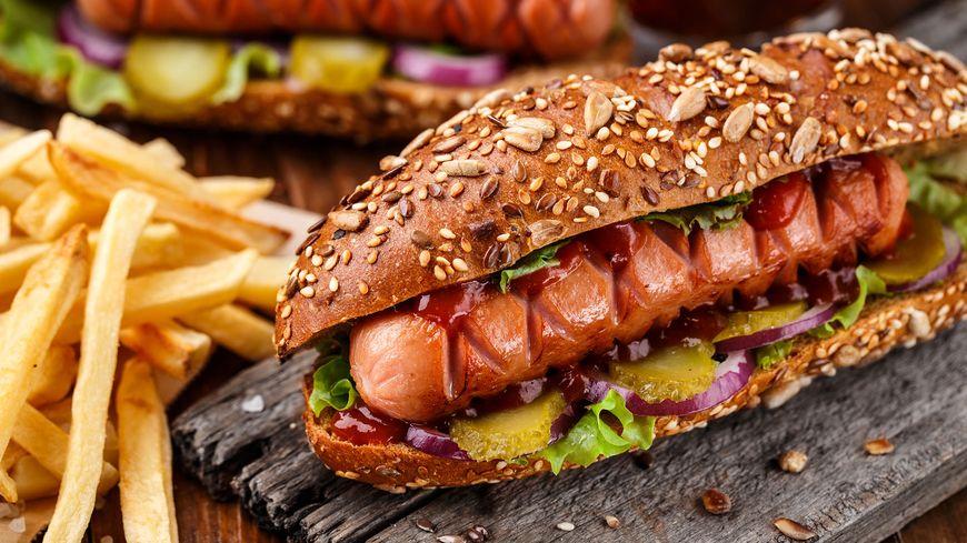 Les burgers, la spécialité du resto américain Sacha's diner