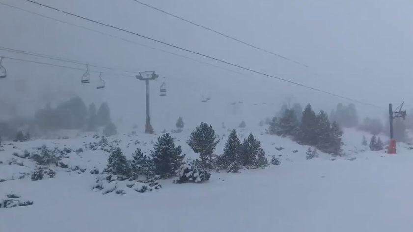 La station de Porté-Puymorens recouverte par la neige