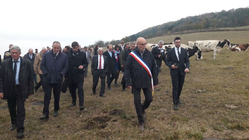 Didier Guillaume, le Ministre de l'agriculture avec agriculteurs et élus visite une exploitation de Moncel sur Vair dans les Vosges
