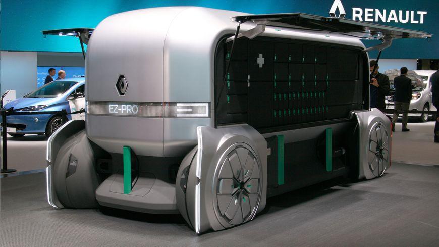 Voitures, deux roues où utilitaires, comme ce véhicule du futur de Renault : découvrez les engins insolites du Mondial de l'auto 2018.