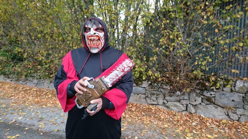 Même les visiteurs viennent déguisés ! Certains ont fait des efforts, et semblent tout droit sorti d'un film d'horreur.