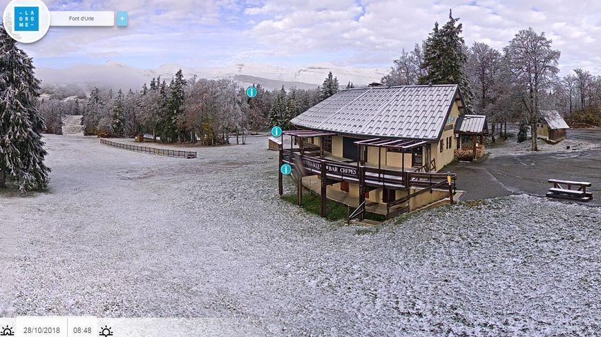 À Fond d'Urle (Drôme) on voit bien le sol blanchi de même que les sommets en arrière plan
