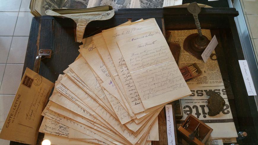 Les bénévoles de l'association drômoise ont récupéré des dizaines d'objets et de documents.