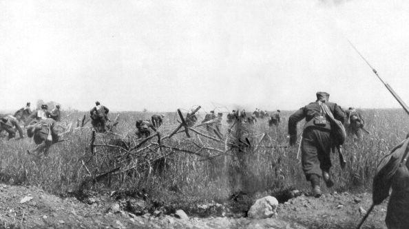 Charge d'un régiment de zouaves français sur le plateau de Touvent en Artois, le 7 juin 1915.