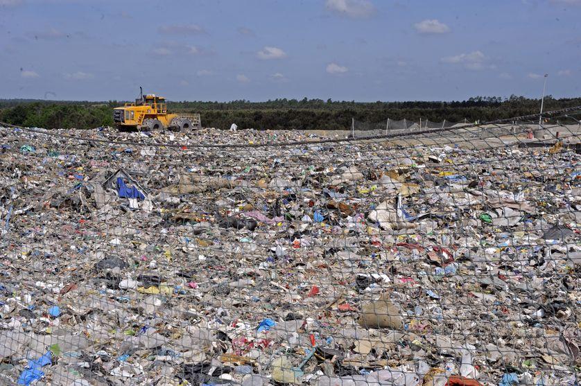 Une marée de déchets, sur le site de Lapouyade, France