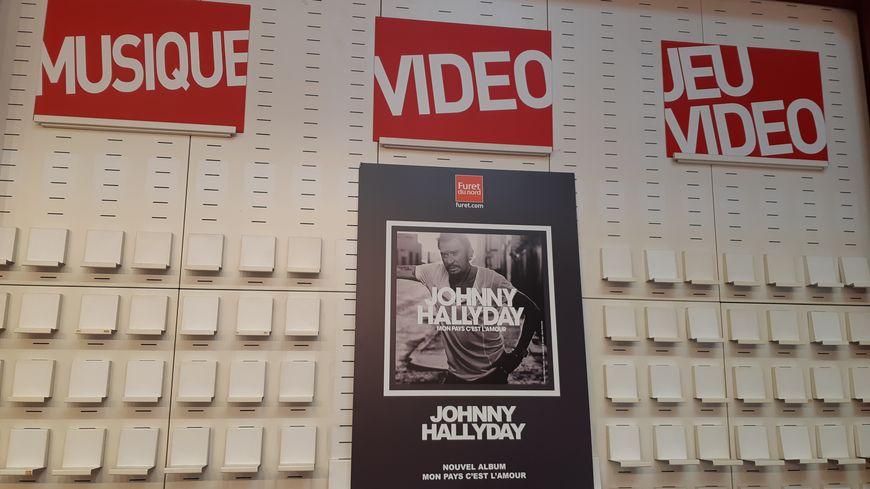 Le Furet d'Englos réserve toute la première partie du magasin au nouvel album de Johnny