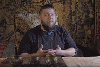 """Capture d'écran de la vidéo """"Frimer avec son château ? - Le château du Moulin"""" de Benjamin Brillaud"""