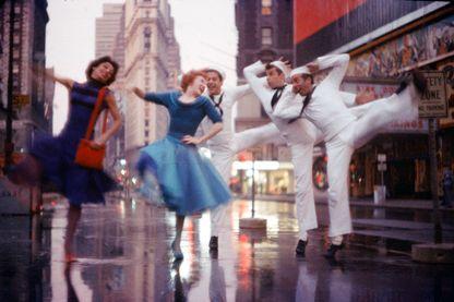 """Scène de danse à l'intersection de Broadway et de la 23ème rue dans """"Fancy Free"""", la comédie musicale de Jerome Robbins en 1944"""