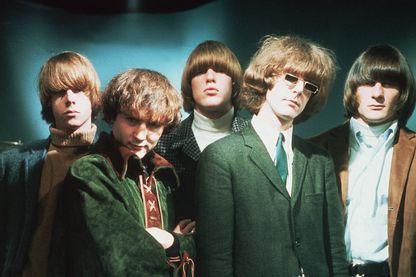 The Byrds avec de gauche à droite : Chris Hillman, David Crosby, Mike Clark, Jim McGuinn et Gene Clark en août 1965.