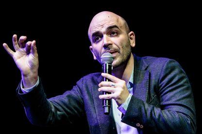 """Roberto Saviano, écrivain et journaliste américain, célèbre pour avoir décrit les milieux mafieux dans ses articles et dans son roman """"Gomorra"""", adapté en série tv."""