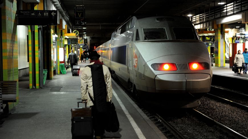 Un TGV à quai gare Saint-Roch