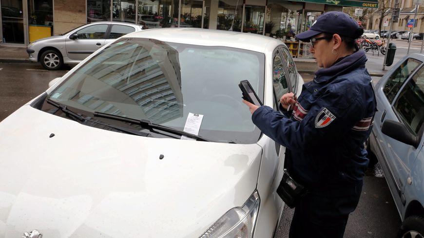 Les nouveaux PV de stationnements , avis de verbalisation sont en vigueur depuis le 1er janvier, le forfait post stationnement ( FPS )
