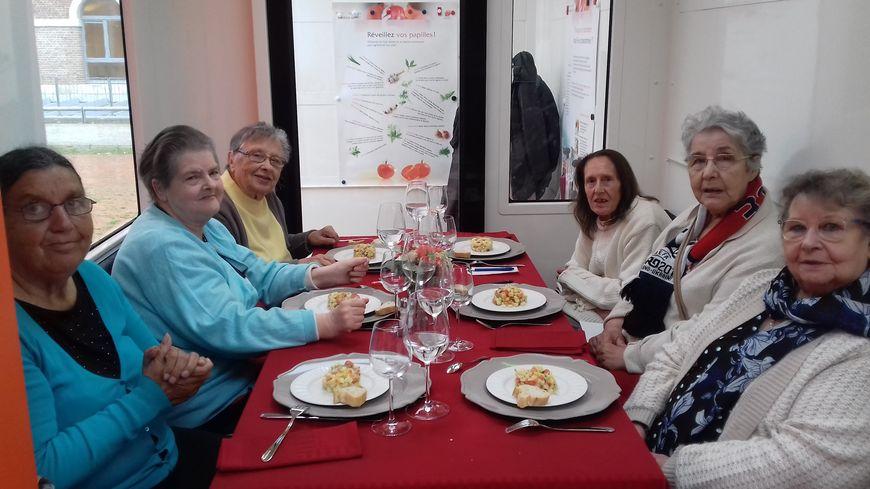 Six habitantes des quartiers St-Pierre et Amiens Nord ont répondu à l'invitation de la mairie