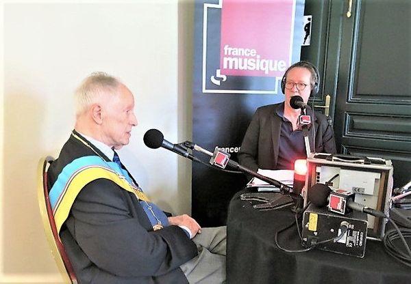 France Musique en direct du musée de Montmartre... Au micro Jean-Claude Gouvernon, 84 ans & le producteur Benoît Duteurtre