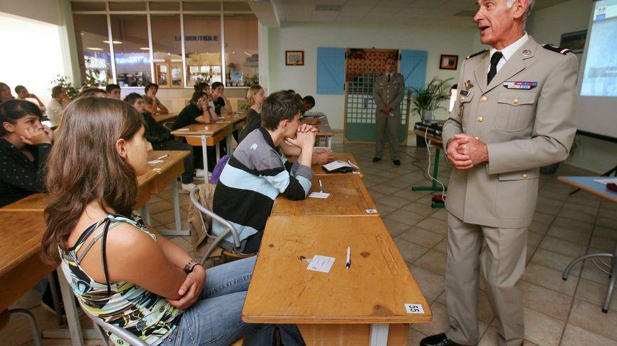 Jusqu'à présent, les jeunes français devaient participer à une journée d'appel à la défense, JAPD.