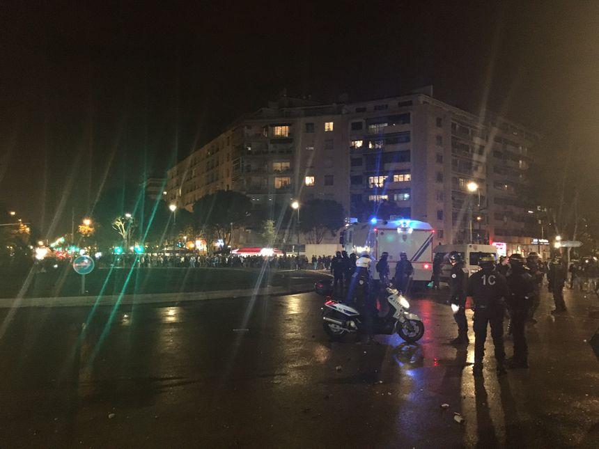 D'importants moyens policiers mobilisés pour tenter de contenir les supporters aux abords du stade Vélodrome
