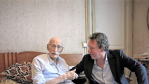Connu pour ses chansons interprétées par Henri Salvador... Maurice Pon, naît à Bordeaux en 1921